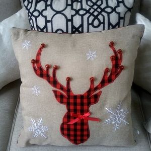 NEW! DECORATIVE Holiday PILLOW With JINGLE Bells